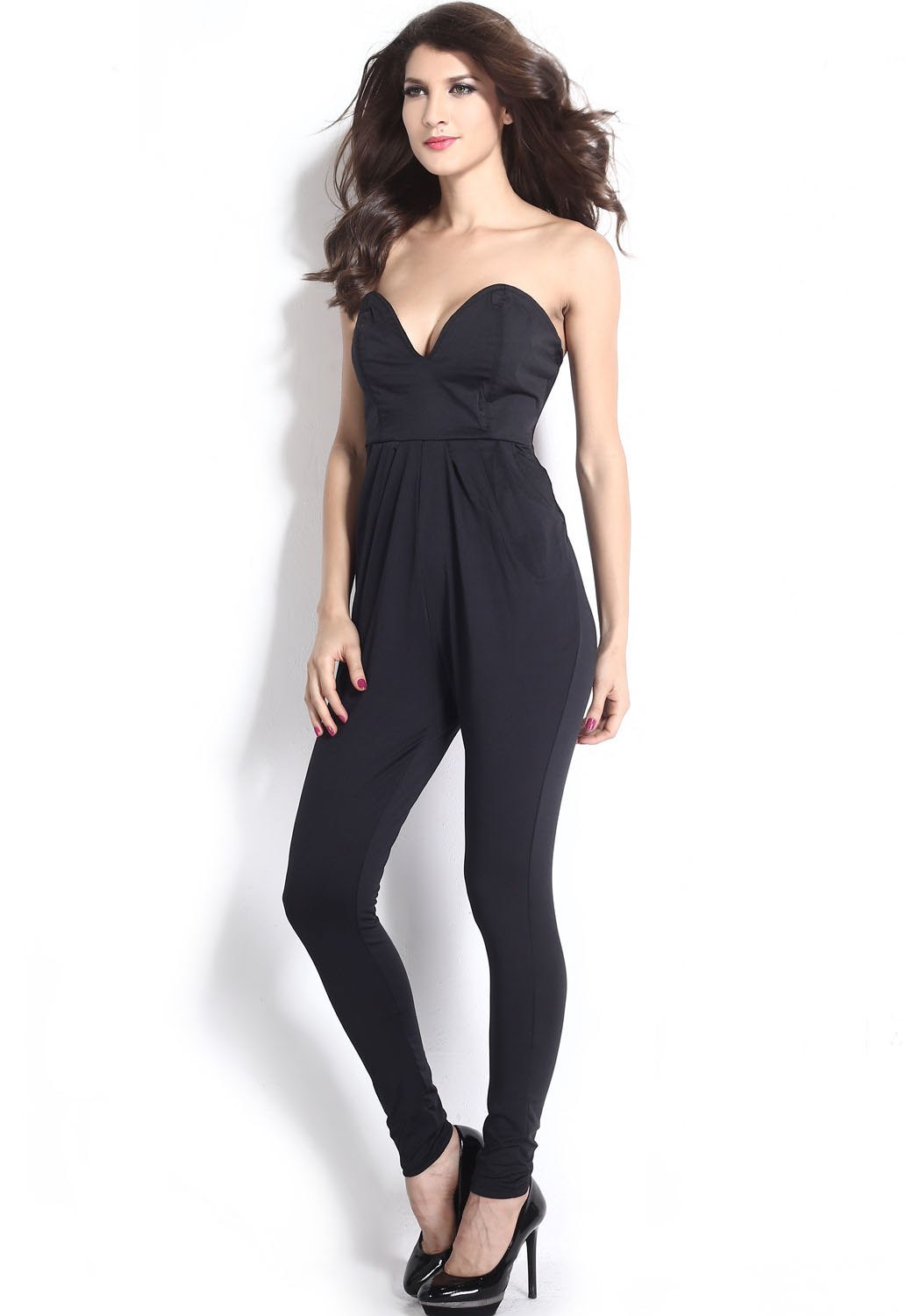 Adrianna Papell ADRIANNA PAPELL Gauzy Crepe Belted Jumpsuit with V-Back and Short Sleeves.